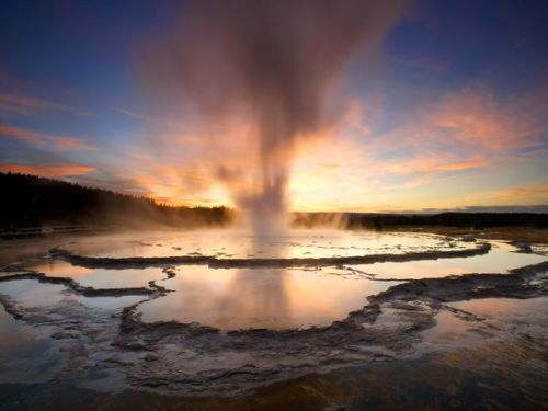 VOLCAN YELLOWSTONE: INFORMACION Y CONSECUENCIAS DE UNA ERUPCION  - Página 6 Yellowstone-fountain-geyser_2018_600x450